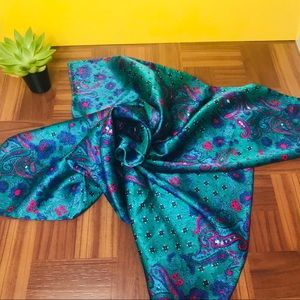 vtg emerald paisley large silk head scarf